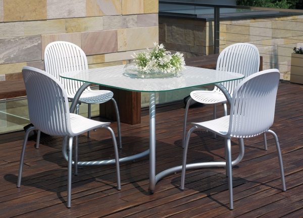 Loto Table - white with Ninfea Chairs
