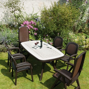 Toscana 165 Table with Beta and Delta Chairs