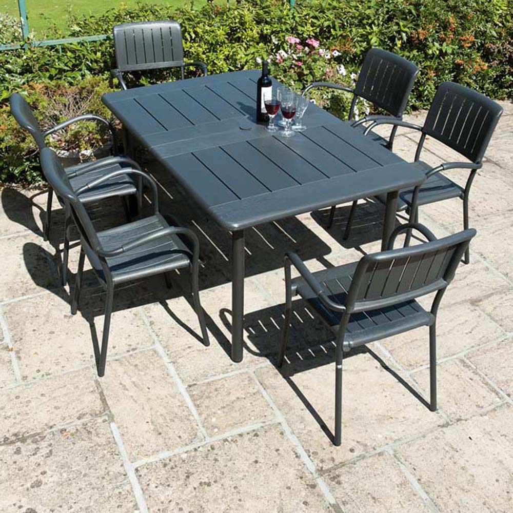 Maestrale 220 with Musa chairs in Anthracite