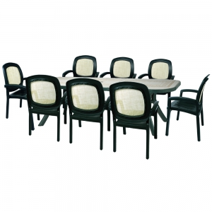 Toscana 250 table with Beta chairs in green