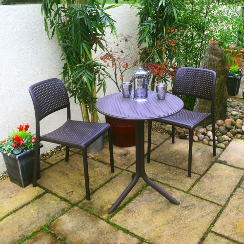 Step table with Bistrot chairs in coffee