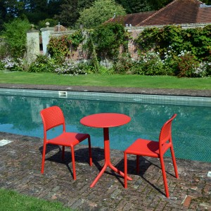 The Step bistro table with Bistrot chairs in Red