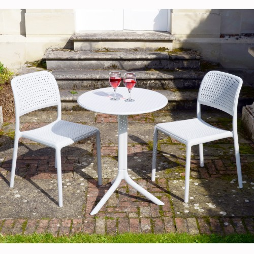 Step table with Bistrot chairs in White