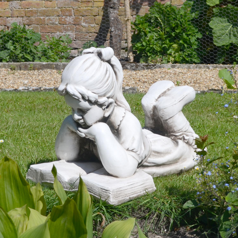 Old Garden Statue: Stone Effect