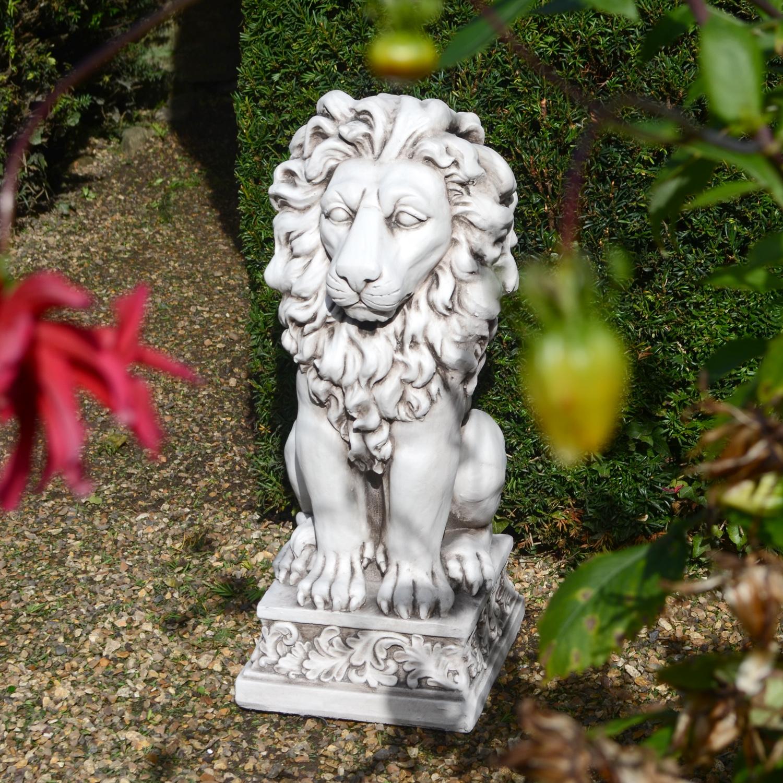 Old Garden Statue: Antique Stone Effect